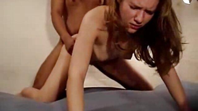 La star du porno tchèque Angel Wicky devient lesbienne avec Ema porno chien et femme Black